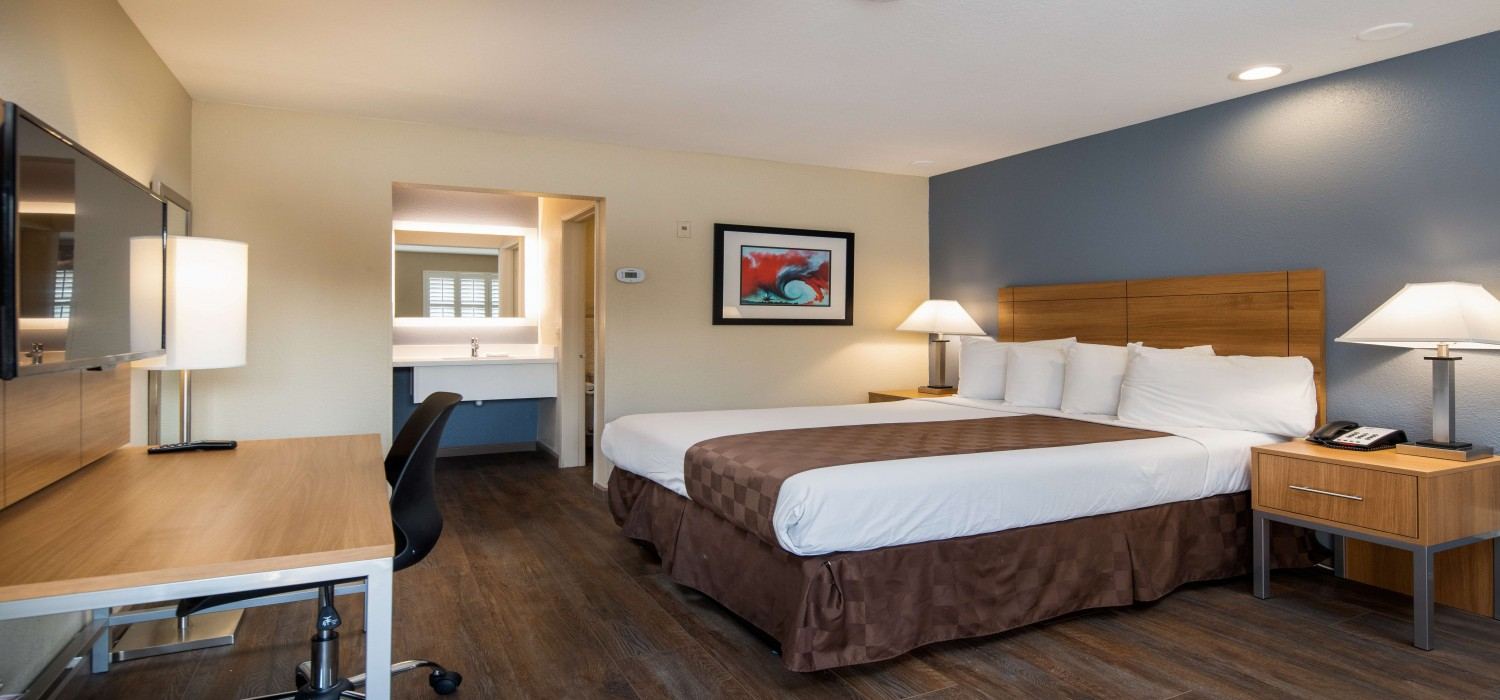 RELAX IN WELL-APPOINTED GUEST ROOMS IN FAIRFIELD, CA