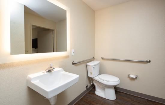 SureStay Fairfield - Accessible Bathroom