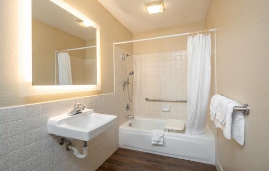 SureStay Fairfield - Bathroom