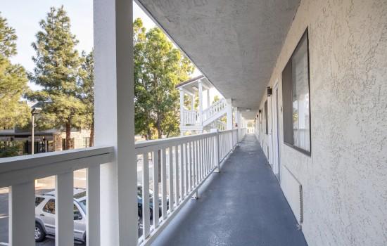 SureStay Fairfield - Exterior Walkway