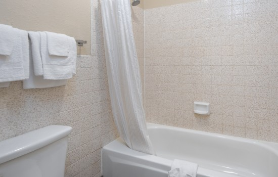 SureStay Fairfield - Guest Bathroom